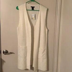 Women's ivory sweater vest-new